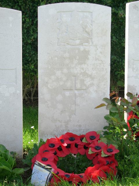 Wilfred Owen's grave - Ors Communal cemetery